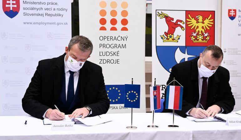podpisovanie zmluvy podpora zamestnateľnosti horná Nitra